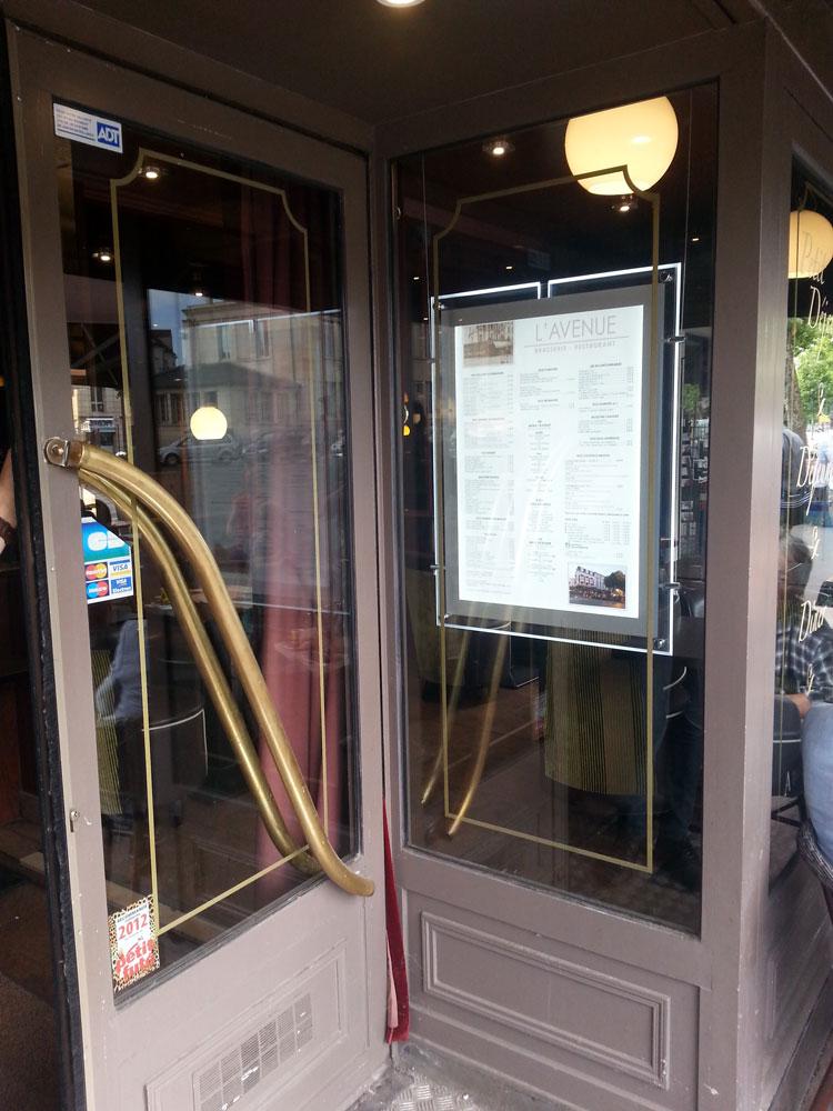 portes menu LEDS réf Alpha, de la marque MUSTANG, installé par nos soins, avec impression du menu sur un traceur ( économie d'énergie et esthétique chez nos client )