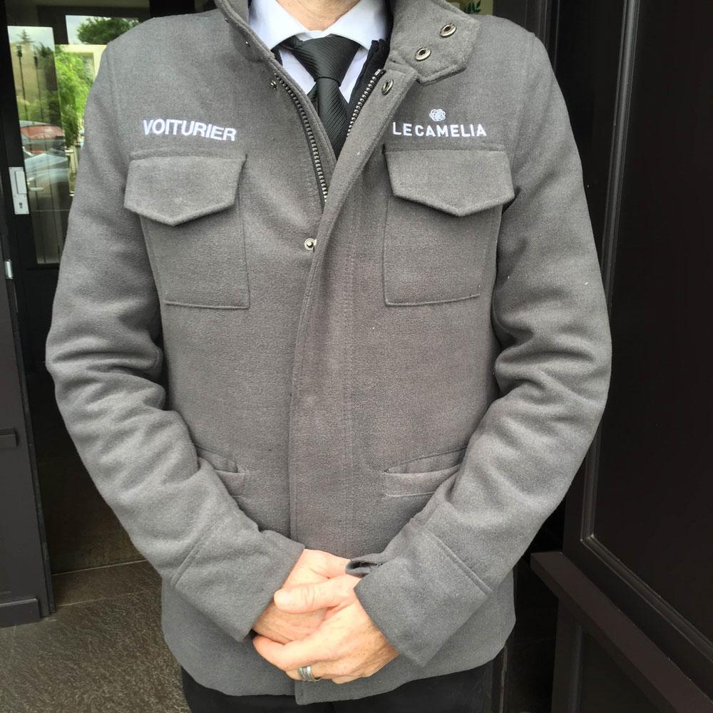 broderie sur manteau pour une société de voiturier