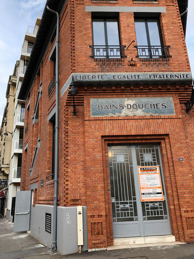 Fabrication et pose par nos soins de plaques en braille (norme PMR) sur le nouvel immeuble des anciens Bains Douches Parisien